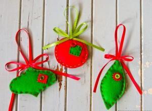 Plstené vianočnéozdoby červeno-zelené